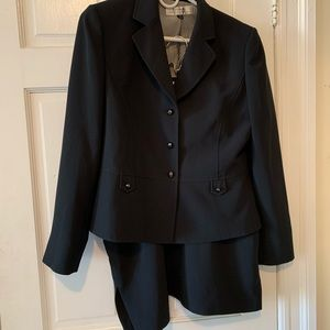 TAHARI black skirt suit, Size 10